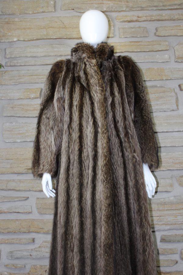 Manteau de fourrure en chat sauvage (raton) allongé