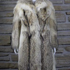 Manteau de fourrure en loup pleine peau